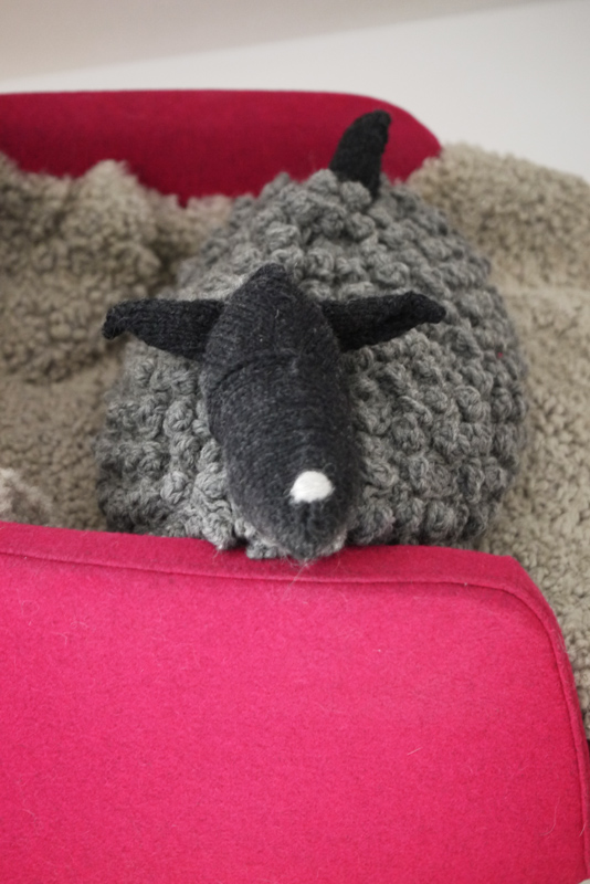 Bobble Sheep Purl Soho Ravelry Stichfest Troll Merino Gotland Kuscheltier Kissen Wärmflasche