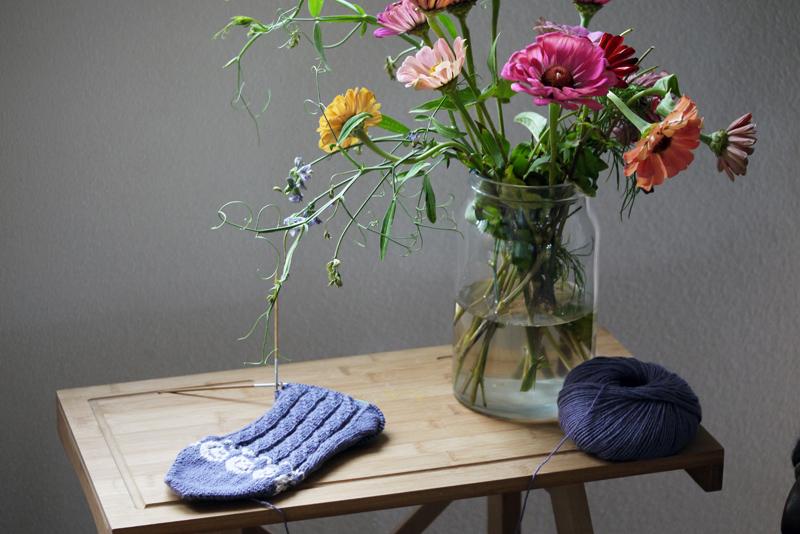 Sock of Roses von Maja Karlsson & Järbogarn Merida Lamana Stichfest